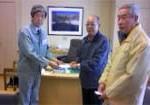 島田栄村村長に災害見舞金をお渡ししました。
